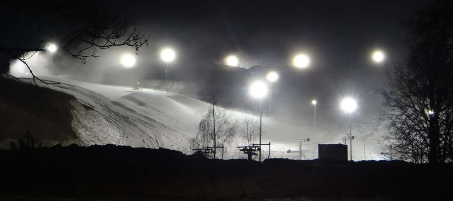 Kurza Góra zasypana śniegiem w poniedziałkowy wieczór