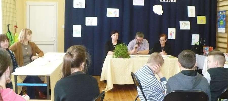 Na styczniowe spotkanie z książką zaproszenie przyjęli przedstawiciele władz samorządowych