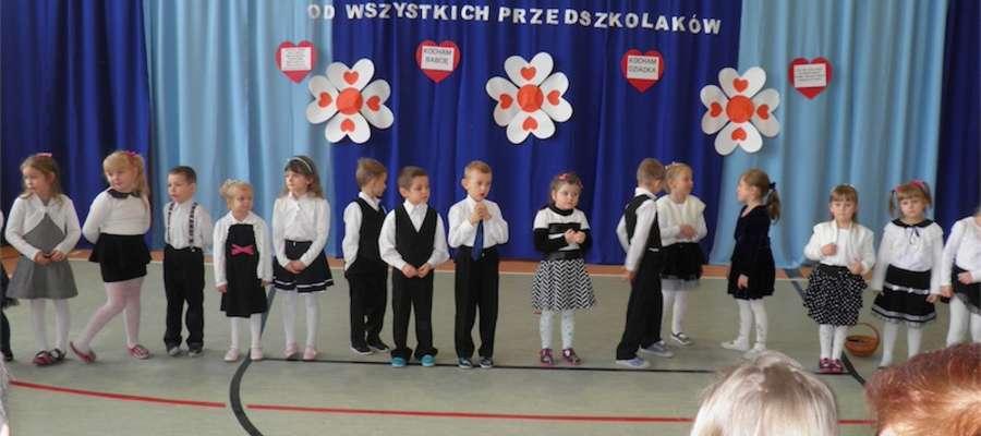 Dzieci wystąpiły dla dziadków w Tereszewie