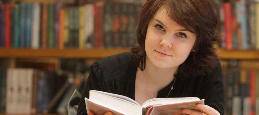 Natalia Charzyńska: Studiuję to, co kocham: biologię. Marzę o karierze naukowej. Doświadczenia, praca w laboratorium... to właśnie chcę robić. Poza tym chciałabym dostać Nobla