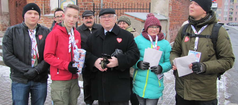 Na ulice Braniewa od godziny 8.00 wyszli z puszkami wolontariusze, którzy po raz kolejny zbierają pieniądze dla pediatrii. Finał to również zbiórka na rzecz geriatrii