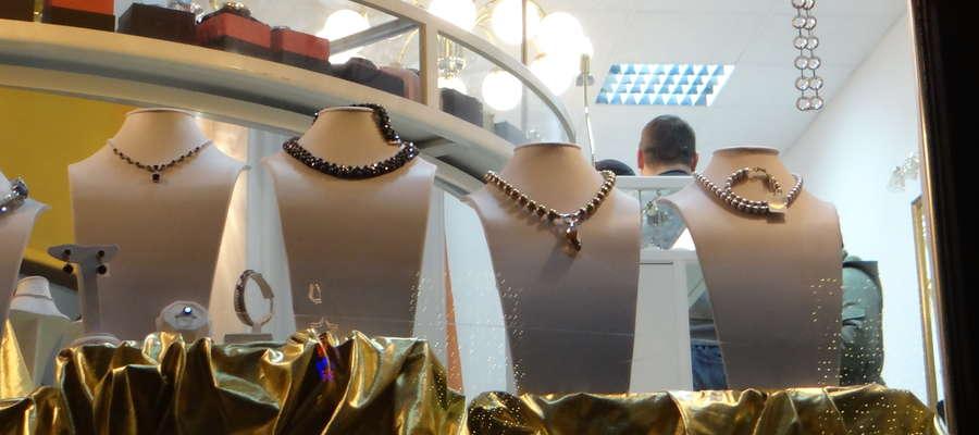 Rabuś pojawił się w nowomiejskim sklepie 12 stycznia, tuż przed godz. 17