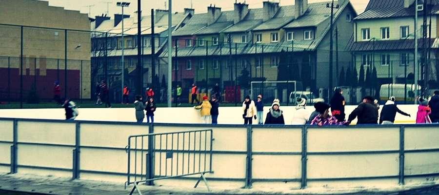Obecny sezon łyżwiarski w Płońsku będzie nieco krótszy. Plusowe temperatury sprawiły, że w grudniu z lodowiska nie można było jeszcze korzystać
