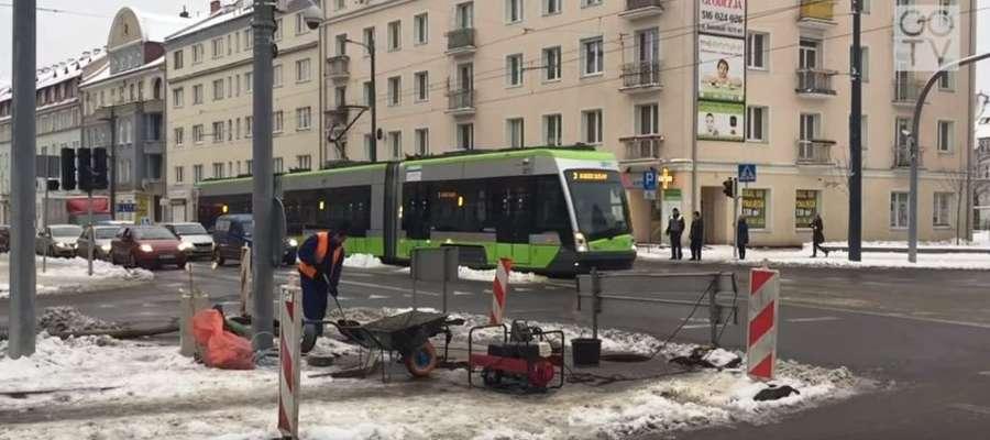 Podczas budowy torowiska tramwajowego doszło do zatkania studzienek w okolicy skrzyżowania Kościuszki z Kętrzyńskiego w Olsztynie