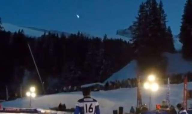 Spadający meteor uchwycony podczas meczu rugby na południu Francji - full image