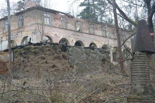 Rudziska Pasymskie: ruiny Uniwersytetu Ludowego Karola Małłka - full image