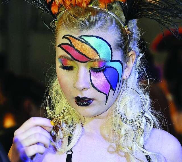 Mistrzostwa makijażu w OSW. Królowa disco motywem przewodnim - full image