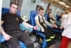 Do Olsztyna przyjechała grupa strażaków z regionu. I zawodowcy, i ochotnicy. 70 z nich zadeklarowało chęć oddania krwi.