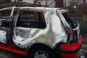 Pożar samochodu na ulicy Nowomiejskiej [ZDJĘCIA]