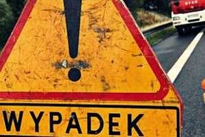 Wypadek na trasie Ełk – Nowa Wieś Ełcka. Ciężko ranny, nieprzytomny 19-latek trafił do szpitala
