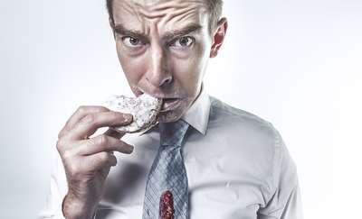 Jak nie jeść? Grzeszki żywieniowe, które rujnują dietę
