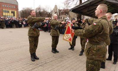 Prawie stu ochotników złożyło przysięgę wojskową