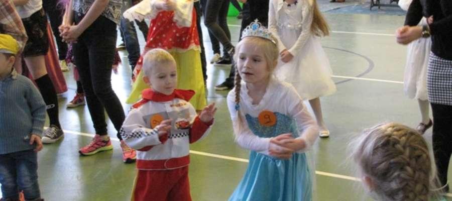 Zabawom tanecznym towarzyszyły m.in. konkurencje sportowe i plastyczne