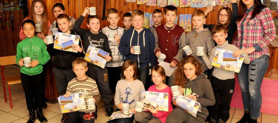 Grupa dzieci korzystających z oferty Biblioteki mogła wysłuchać fragmentów utworów czytanych przez gości