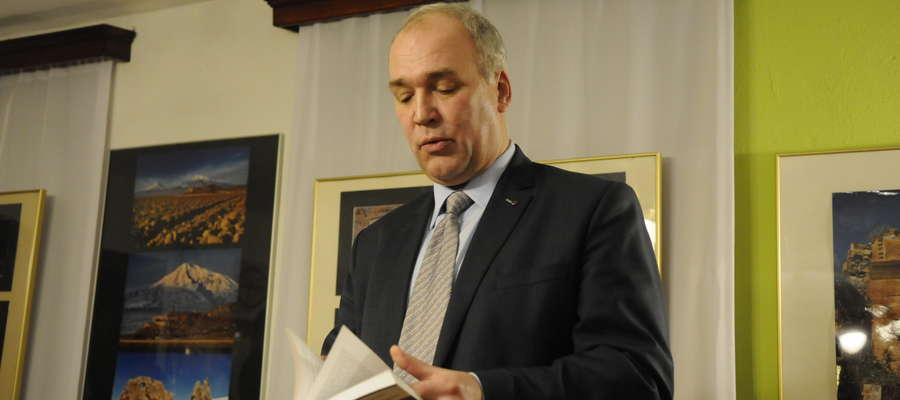 Gości powitał jeden z autorów tekstów do Zeszytu kierownik Muzeum Jerzy Piotrowski