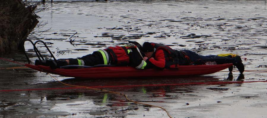 Ewakuacja do brzegu jednego z uczestników wypadu na bojery