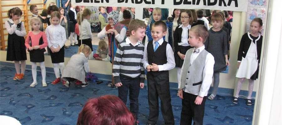 Dzieci ze szkoły w Jamielniku zaprosiły swoich dziadków na spotkanie