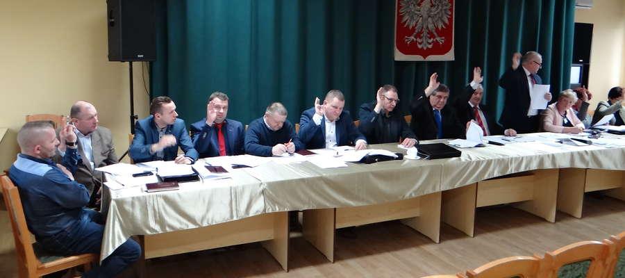 Głosowanie radnych gminy Kurzętnik w sprawie konsultacji