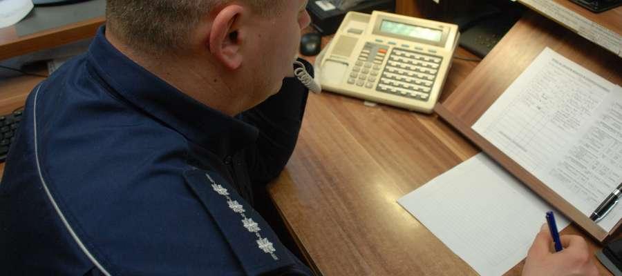 Oficer dyżurny Komendy Miejskiej Policji w Elblągu