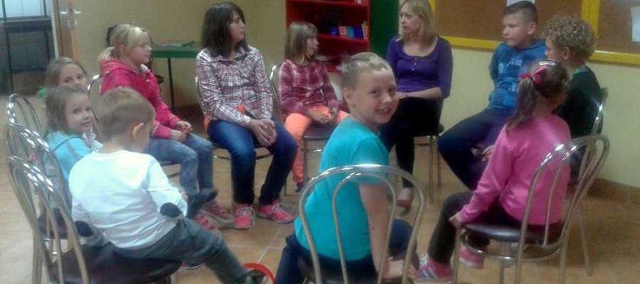 Dzieci z Susza bardzo chętnie przychodzą na zajęcia, które odbywają się w świetlicy