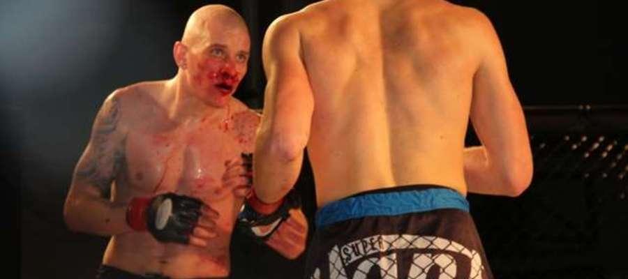 Damian Kowalski (Arrachion Iława) mimo zapalenia oskrzeli postanowił stoczyć walkę, która okazała jedną z najlepszych podczas Gali w Giżycku
