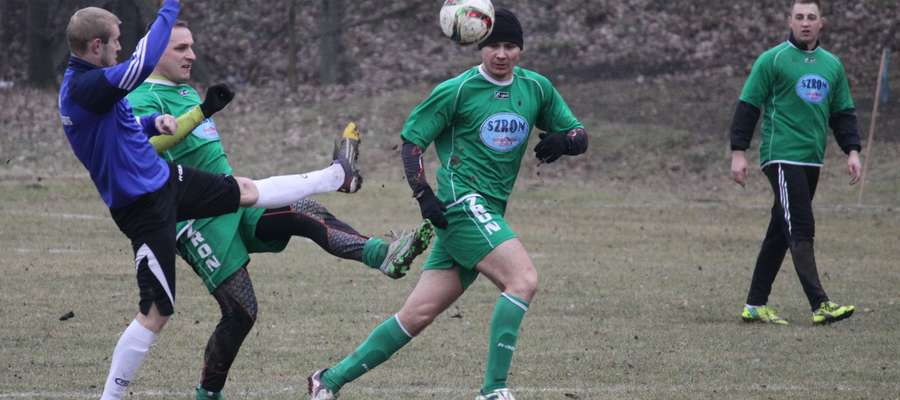Turniej zimowy w Sępopolu. Na zdjęciu mecz Łyny Sępopol z Pisą Barczewo