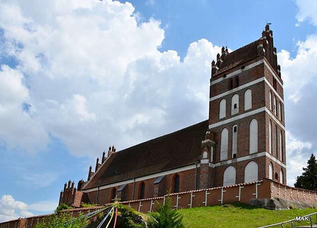 Sątopy: XIV-wieczny kościół p.w. św. Jodoka - full image