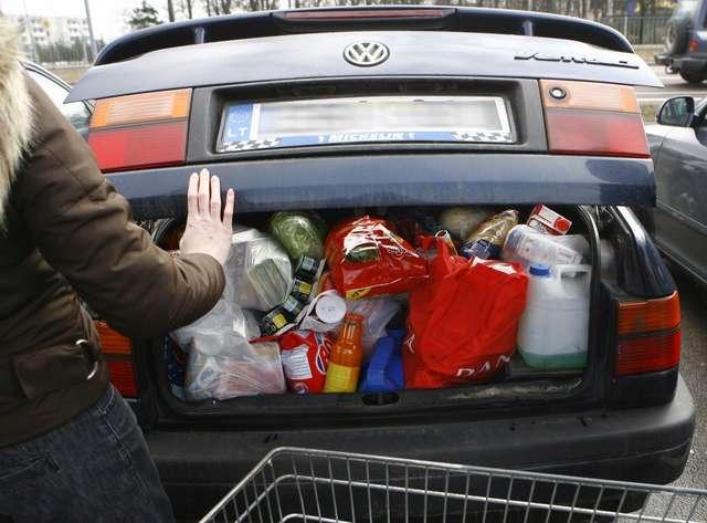 W Polsce zakupy za 30 euro pakujemy do bagażnika, na Litwie możemy upchnąć do kieszeni - ironizują mieszkańcy Litwy - full image
