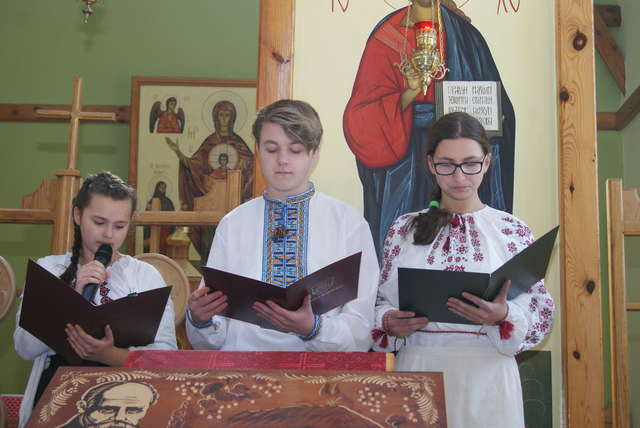 Uczniowie uczcili Tarasa Szewczenkę - full image
