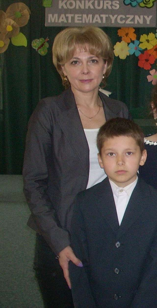 Miłosz Bednarczyk z nauczycielką Marią Przeradzką
