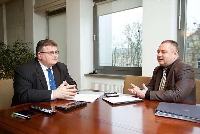 Minister Linas Linkevičius (z lewej) i autor wywiadu Ryszard Rotkiewicz z portalu pl.delfi.lt - full image