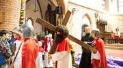 Dzieci i młodzież w inscenizacji Drogi Krzyżowej