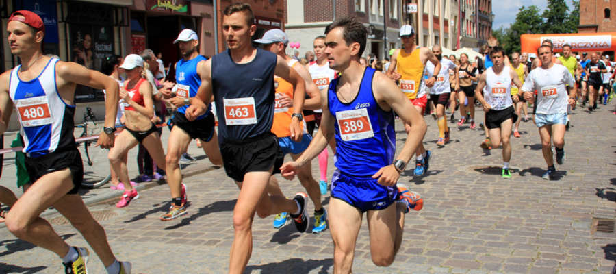 Uczestnicy biegu głównego będą się w niedzielę ścigali na dystansie 10 kilometrów