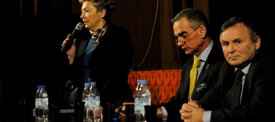 Przedstawiciele władz na debacie w Żurominie