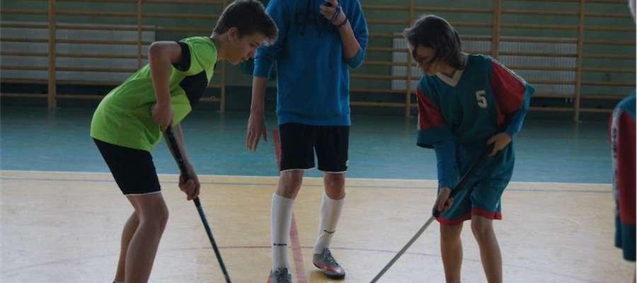Podczas sportowych zmagań uczniów w szkole w Bratianie
