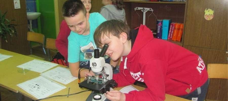 Uczniowie z Zajączkowa podczas warsztatów