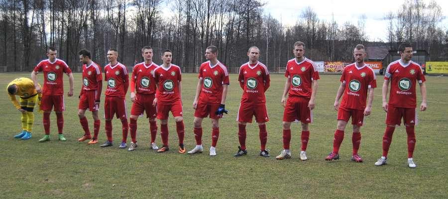 Piłkarze GKS-u Wikielec, tuż przed ostatnim meczem z Huraganem Morąg