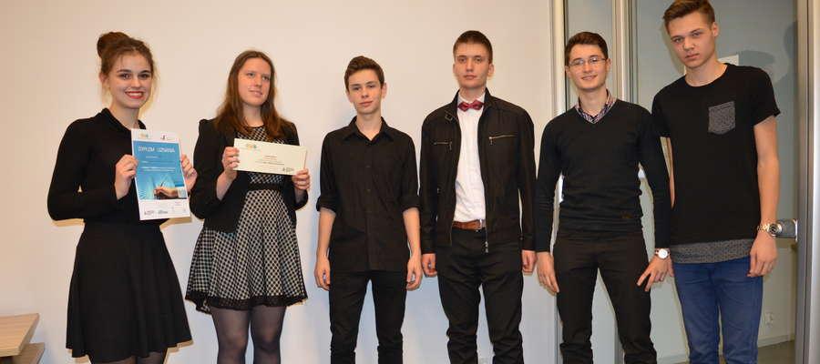 Autorzy zwycięskiego projektu od lewej:  Zuzanna Białkowska, Zuzanna Mazur, Szymon Aptacy, Szymon Sierocki, Bartosz Jakubowski i Michał Krosowski