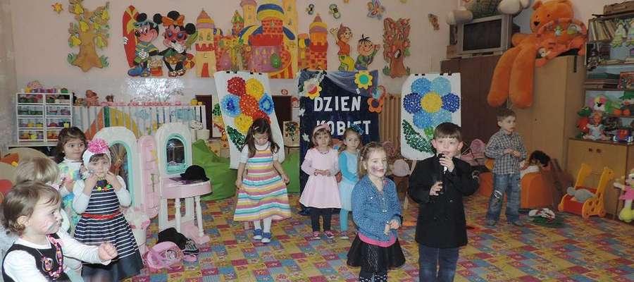 """Dzień Kobiet w przedszkolu """"Słoneczko w Rozogach"""