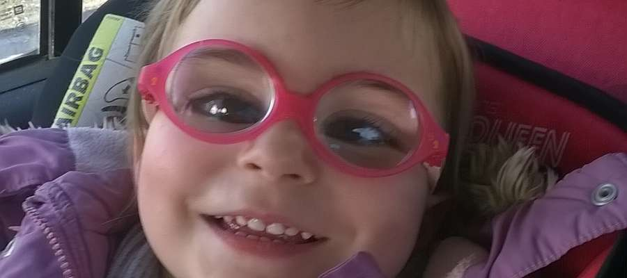 """Natalka jest podopieczną Fundacji """"Przyszłość dla Dzieci"""". Dziewczynka cierpi na zaćmę wrodzoną obuoczną."""