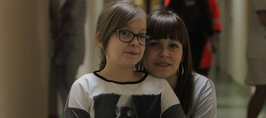 Za kilka dni Maja (na zdjęciu z mamą)przejdzie operację zeza rozbieżnego w Krakowie. Czekałą na to dwa lata