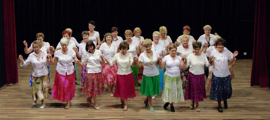 fot01 — Grupa taneczna UTW na lidzbarskiej scenie