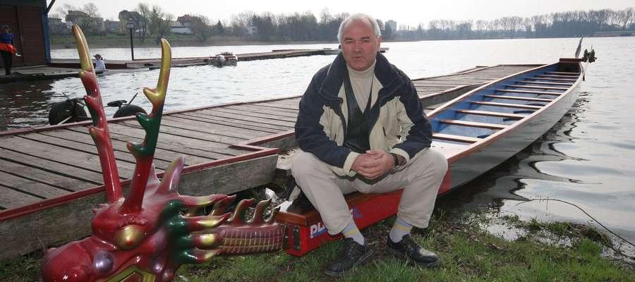 Jerzy Gąska, wielokrotny mistrz Polski w C-1 i C-2, czwarty w ME w C-2, jest współtwórcą olsztyńskich smoczych łodzi.