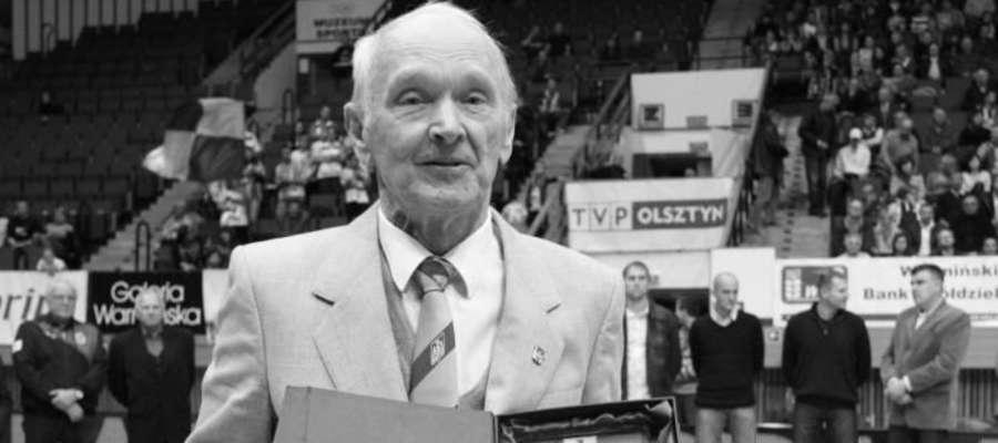 Leszek Dorosz doprowadził siatkarzy AZS do trzech tytułów mistrzów Polski oraz do finału Pucharu Zdobywców Pucharu.