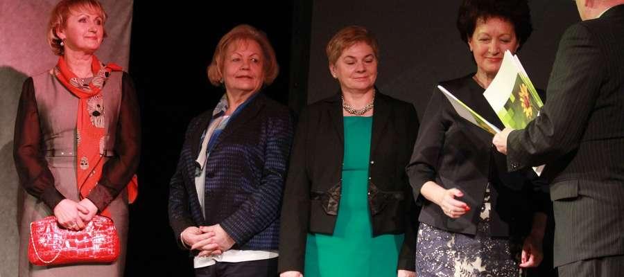 Bożena Olszewska-Świtaj (trzecia z lewej) podczas Gali Kobiet Sukcesu w Olsztynie