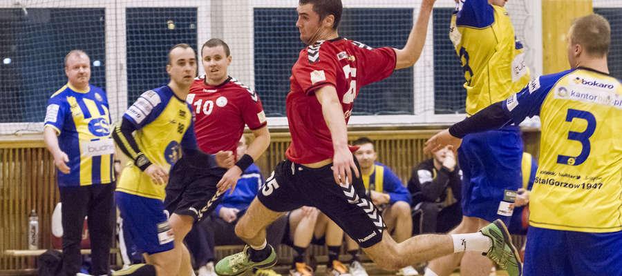 W tabeli II ligi Szczypiorniak zajmuje trzecie miejsce (30 pkt).