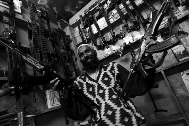 Wojna na fotografiach: Moment naciśnięcia migawki decyduje o historii - full image