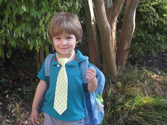 Dziecko bezpieczne w drodze do szkoły - full image