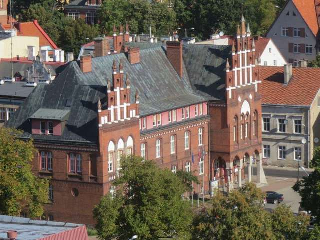 Budynek Starostwa Powiatowego w Kętrzynie widziany z wieży Bazyliki Św. Jerzego - full image