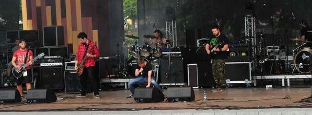 TRIPWIRE – iławska kapela grająca metalrock. Członkowie: Artur ''Toruń'' Pruchniewski- gitara; Michał ''Mih'' Dembiński- gitara, wokal; Przemek ''Karaś'' Karasiewicz; Michał ''Janich'' Janiszek – perkusja; Przemysław Pawłowski ''Przem''-bass.